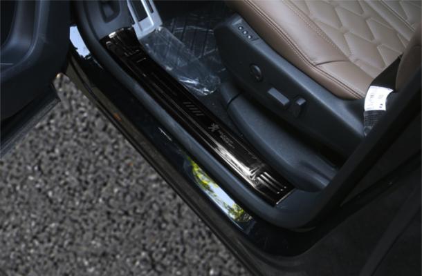 Nẹp chống xước bậc cửa titan xe Peugeot