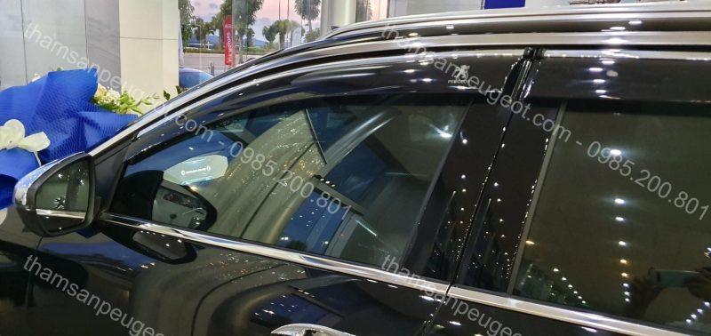 Peugeot 5008 đen trang bị phụ kiện