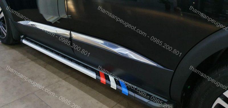 Bệ bước chân cờ Pháp Peugeot 5008 đen